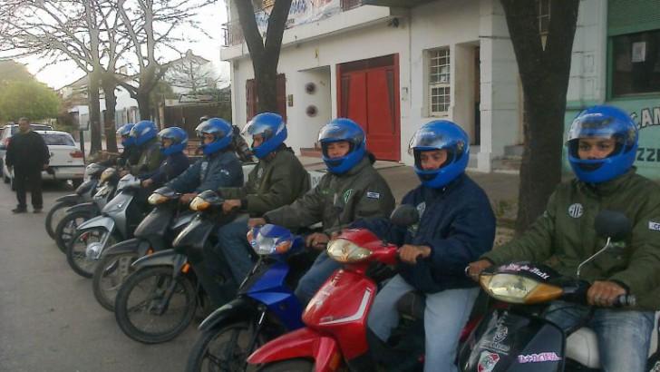Destacable: la Cooperativa de Motomandados realiza mandados gratis para abuelas y abuelos de bajos recursos