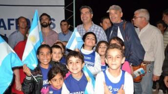 Miraflores: Capitanich entregó viviendas y anunció 115 unidades más
