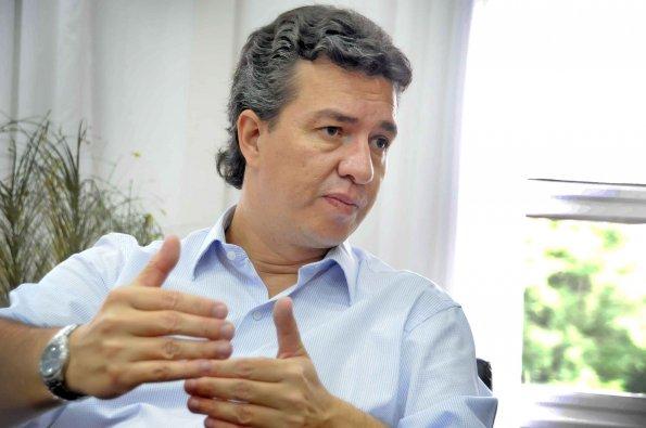 Aguilar junta firmas para pedir informes al Municipio sobre el EMI