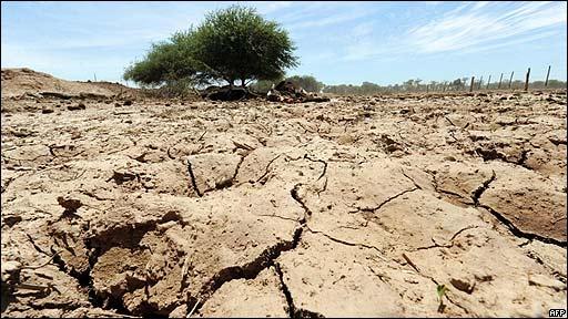 Capitanich presenta un programa sobre cambios climáticos