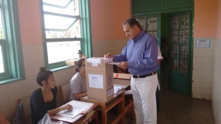 """Rozas votó y se mostró confiado en los """"vientos de cambio"""""""