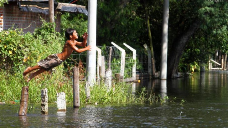 El río Paraná llegó a nivel de alerta en el puerto de Santa Fe y continuaba creciendo