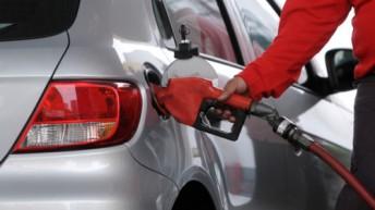 Shell da marcha atrás y rebaja los combustibles