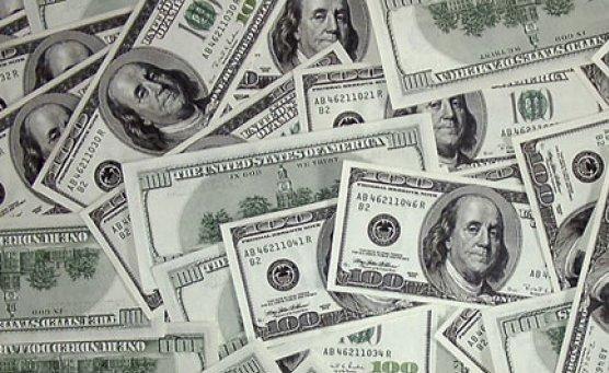 El dólar tocó los 45 pesos y cerró a 44.80 en el Banco Nación