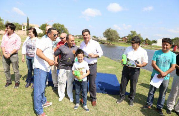 Ciudad Sustentable: Capitanich entregó plantines  y certificados del programa 100 Padrinos de Árboles 1