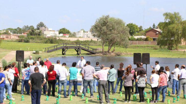 Ciudad Sustentable: Capitanich entregó plantines  y certificados del programa 100 Padrinos de Árboles