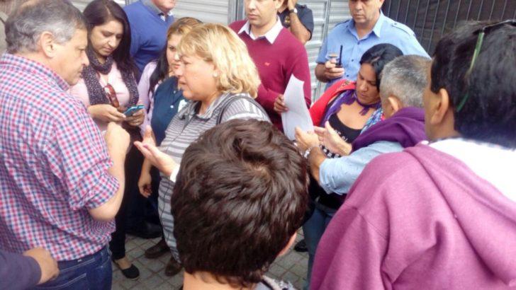 Trabajadores del Instituto Cultura entregaron un escrito al gobernador Peppo