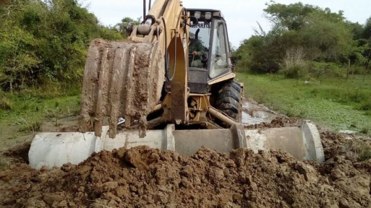 Ejecutan trabajos para mejorar canales de desagüe y facilitar el escurrimiento del agua