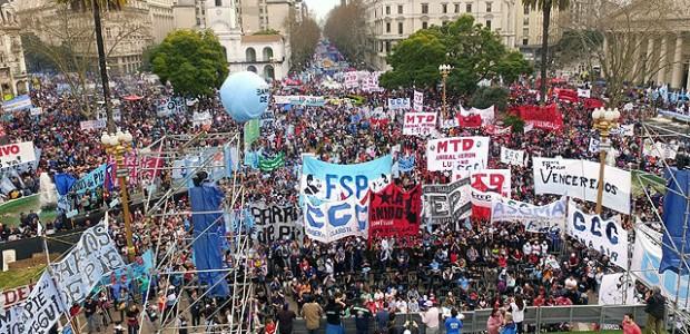 Paros y marchas, entre el Congreso y Plaza de Mayo, contra las reformas
