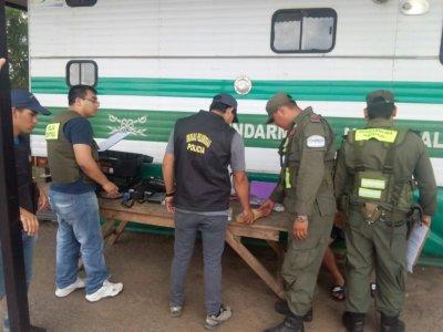 Drogas Peligrosas: secuestraron 813 gramos de marihuana que era transportada en un taxi