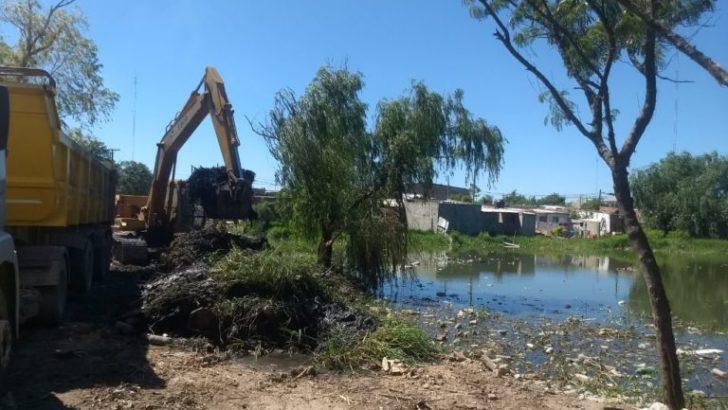 El municipio realiza trabajos de limpieza de la laguna de Villa Gonzalito
