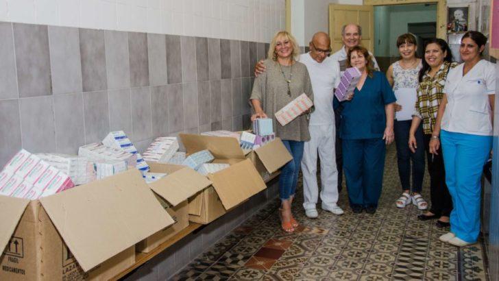 Gustavo Martínez y visitadores médicos donaron medicamentos al geriátrico de Colonia Baranda
