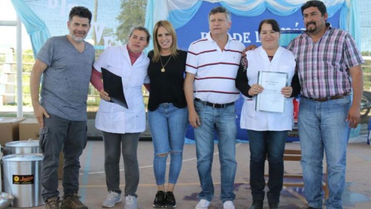 Comandancia Frías: Peppo y Julián Weich entregaron filtros para garantizar agua segura en escuelas