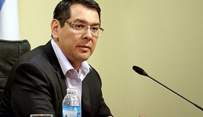 Tras los allanamientos, habría renunciado el ministro de Economía, pero el Gobierno lo desmiente