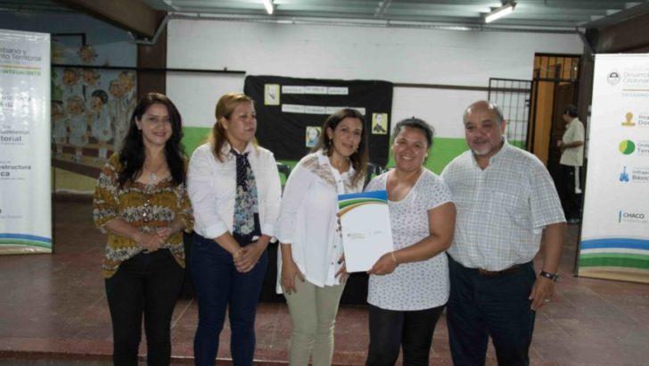 Entregaron certificados de adjudicación de la propiedad a vecinos de Villa Encanto