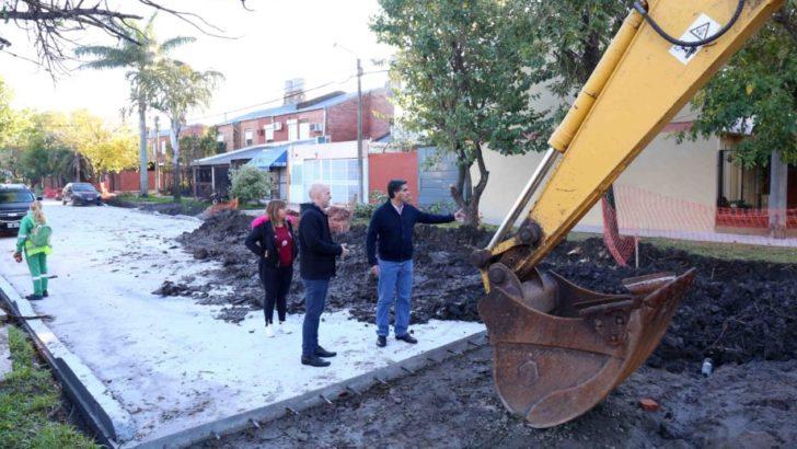 Capitanich supervisó el avance del pavimento urbano en el barrio Metalúrgico