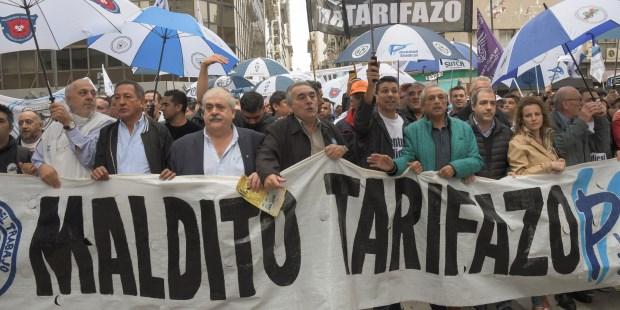 Parte de la CGT y la CATT marcharon al ENRE contra los tarifazos
