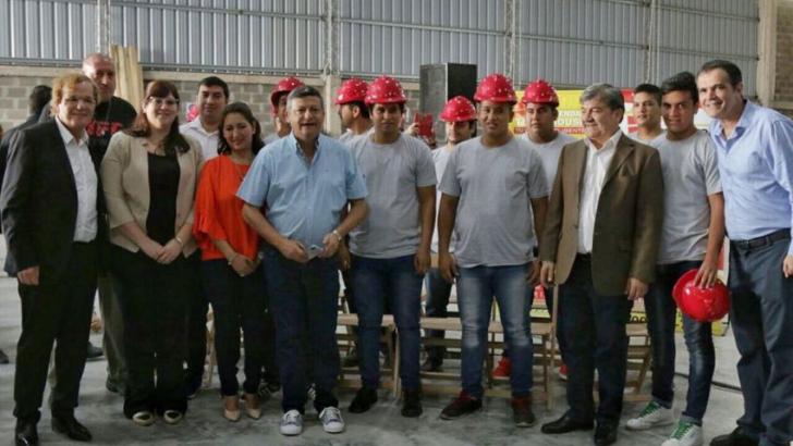 Se inauguró una empresa y se firmó un convenio de promoción industrial