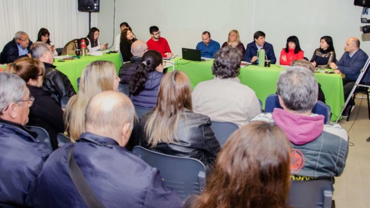 Colectivos: la Comisión del Transporte del Concejo, comerciantes y vecinos de la zona centro se reunieron para mejorar el servicio