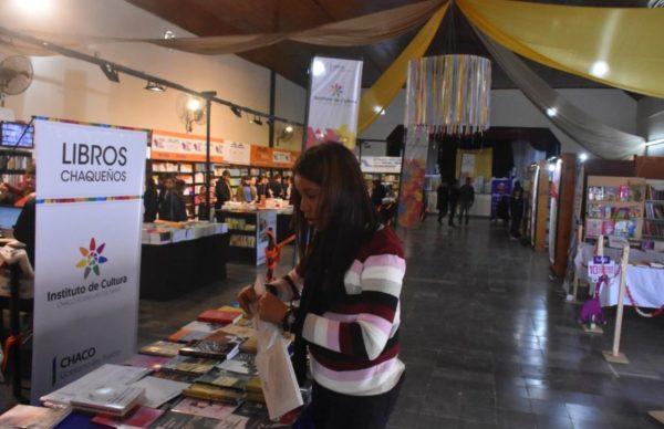 Exitosa primera jornada de la Feria del Libro en Charata 1