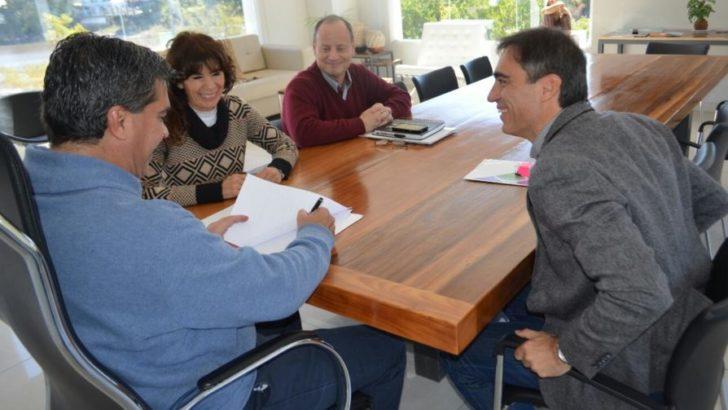 Municipio y Gobierno firmaron acuerdo de cooperación para implementar un programa de capacitación en gestión pública