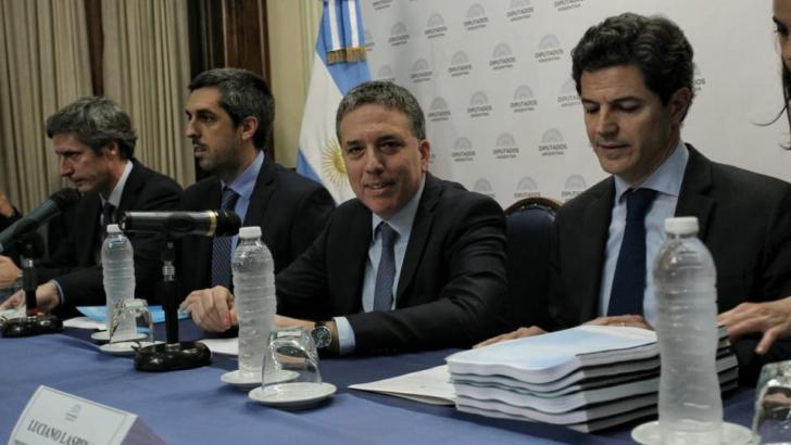 Presupuesto 2019: Dujovne cumple con el formalismo en el Senado