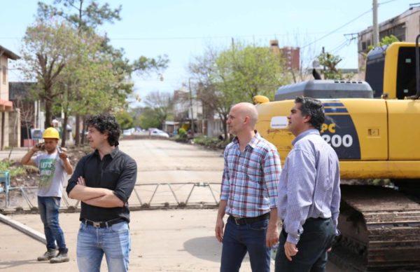 El intendente supervisó avance de pavimento en Villa San Juan 1