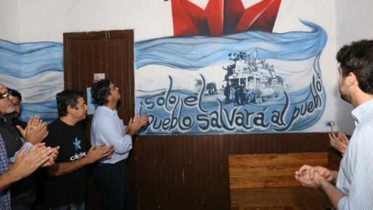 En el Día de la Lealtad, Capitanich participó de la inauguración de mural en la sede del Colectivo Nacional