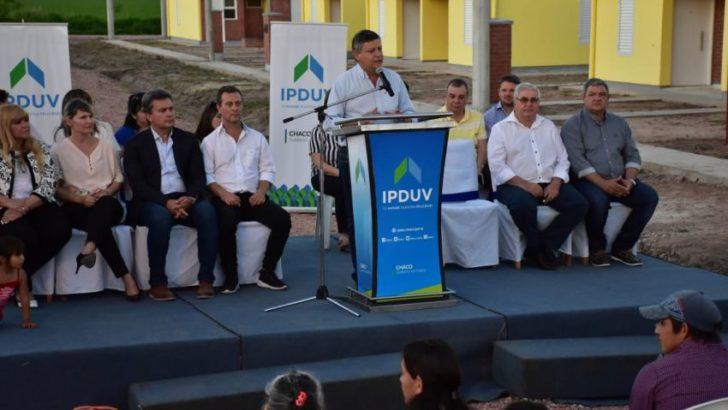 Peppo entregó 40 viviendas en Hermoso Campo