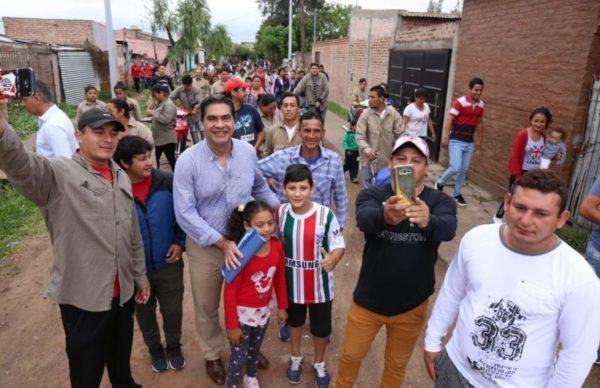 Capitanich recorrió Villa Marín donde diagramó trabajos de mejoramiento urbano junto a vecinos y cooperativistas 1
