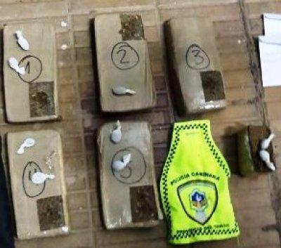 Puerto Antequera: llevaba 6 paquetes de droga en una moto, que además era robada