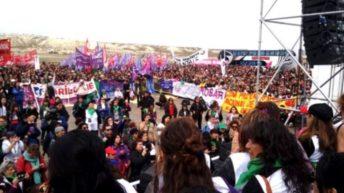 Trelew recibió a una multitudinaria marcha por el 33º Encuentro Nacional de Mujeres