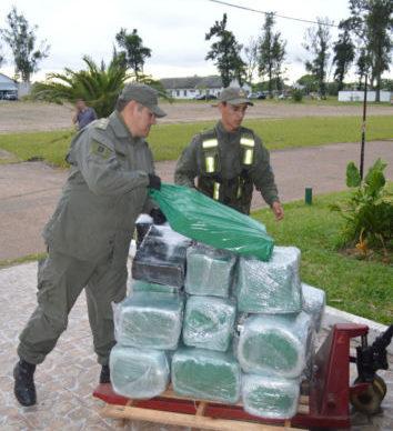 Corrientes: decomisaron más de 285 kilos de marihuana, ocultos en un camión térmico 1