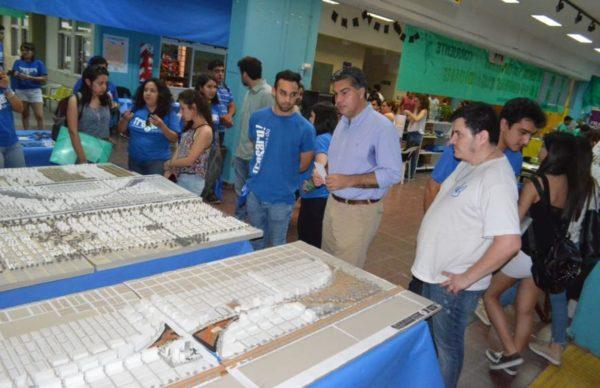 Facultad de Arquitectura: Capitanich destacó el mural en defensa de la educación pública realizado por estudiantes 1
