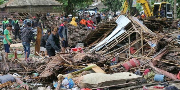 Ya son 429 los muertos por el tsunami y hay más de 150 desaparecidos en Indonesia