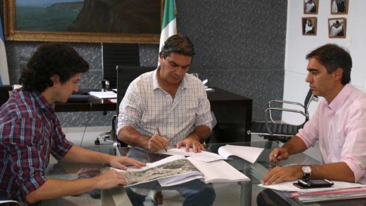 Capitanich firmó la licitación para las obras de pavimento de la calle Marcelo T. de Alvear