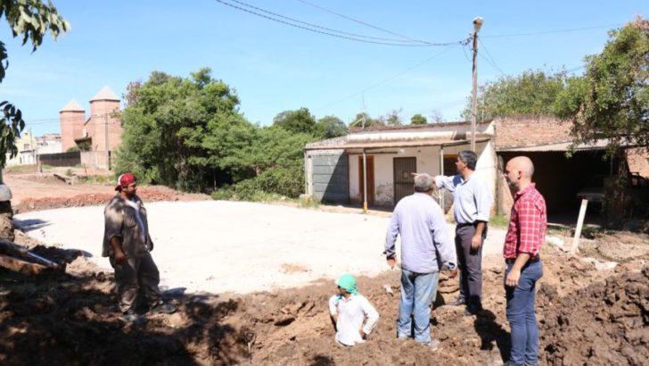 El intendente supervisó avance de pavimento en calle Viuda de Ross, obra próxima a inaugurarse