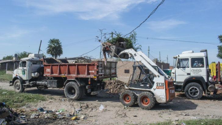 Equipo Hábitat realiza un gran operativo de limpieza integral en villa Don Andrés