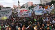 """Marcha de antorchas a Plaza Congreso contra """"los tarifazos"""""""