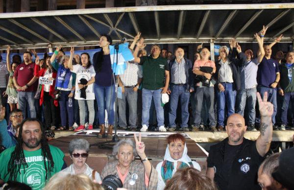 """Marcha de antorchas a Plaza Congreso contra """"los tarifazos"""" 1"""