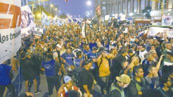 Marcha de antorchas, en Mar del Plata, contra el tarifazo