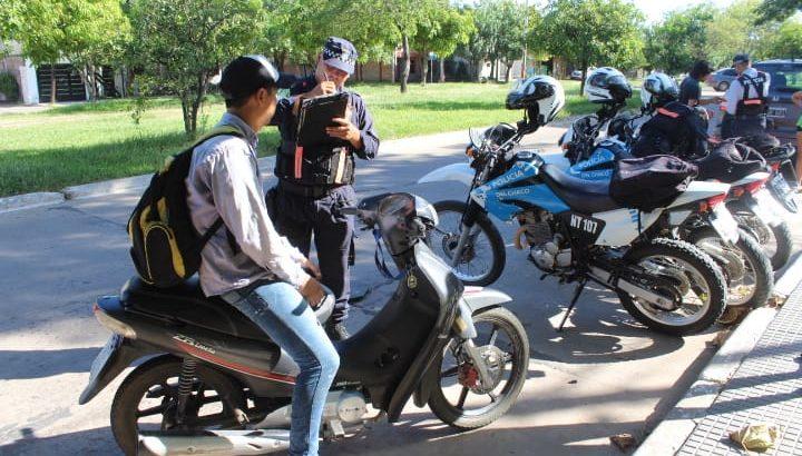 Realizaron operativos de control vehicular exigiendo el uso del casco