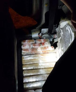 Viajaban con 84 kilos de marihuana ocultos bajo los asientos de un auto 1
