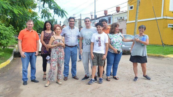 Villa General Mitre: Capitanich se reunió con vecinos para avanzar con más pavimento urbano