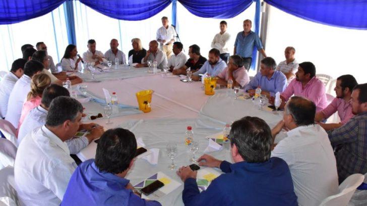 Obra pública: 18 municipios firmaron convenios para créditos del FGS