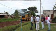 Capitanich supervisó trabajos de colocación de ripio y nuevo pavimento en distintos puntos de la ciudad