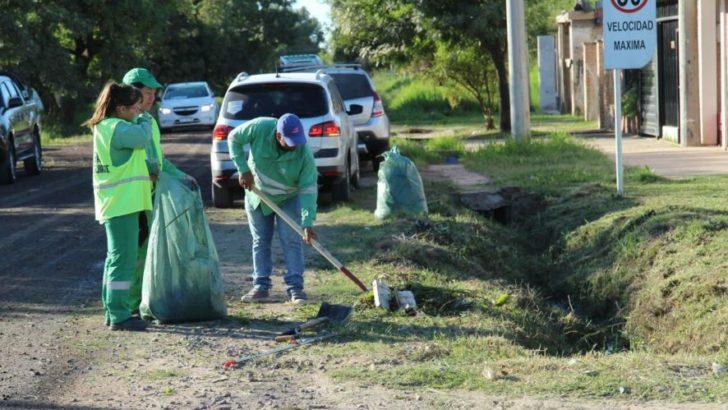 Realizan operativos de limpieza y desmalezado en barrios del sudoeste de la ciudad