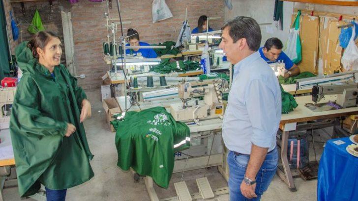 Gustavo Martínez visitó el Taller Textil Arena y destacó el aporte del emprendedurismo