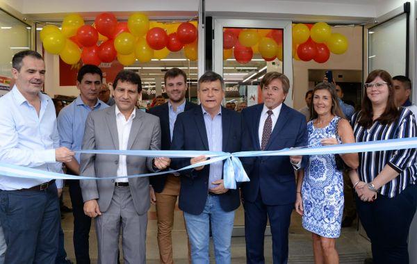 """Se inauguró la nueva sucursal de Supermax: """"damos herramientas para promover el empleo"""""""