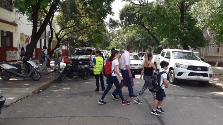 Tránsito: infractores realizarán tareas comunitarias regulando el tránsito a la salida de las escuelas